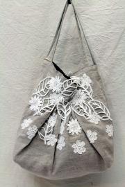 花と葉っぱのあるトートバッグ