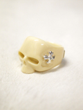 【INNER DAGGER】 RESIN SKULL RINGーCREAM