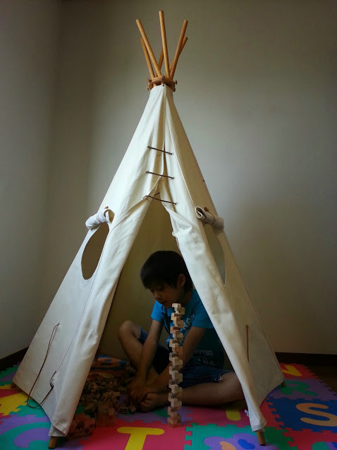 【mamagirl等雑誌CM多数掲載】送料無料!つくるおとうさん 木製キッズテントティピTipi 三角テント