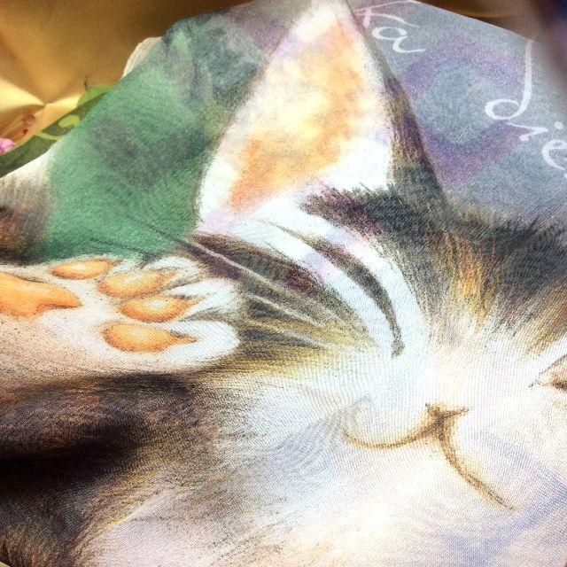 ダヤンアートUVプリントストールバルトBABYのダヤンの肉球部分のクローズアップ画像