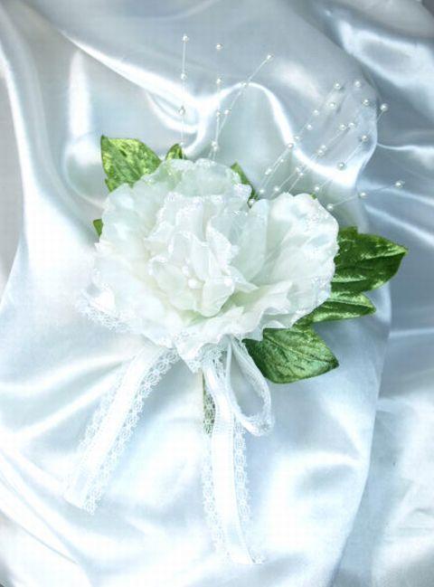 野バラとパールのコサージュ(ホワイト)