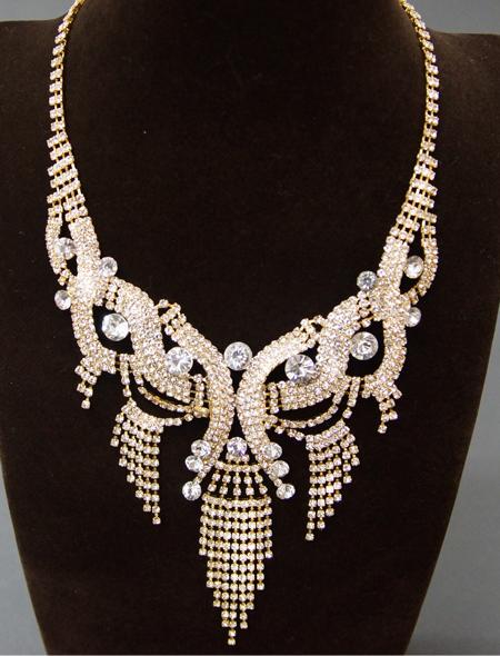 揺れるストーンが特徴的なネックレス1 ミラーナベリーダンス衣装