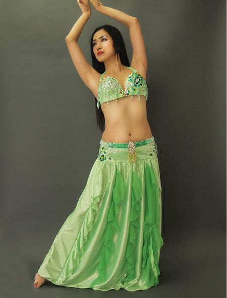 鮮やかなグリーンのベリーダンス衣装1 ミラーナ