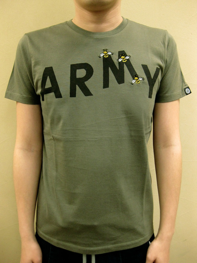 "OVER THE STRiPES BEES STOLE ""M"" ARMY Tシャツ"
