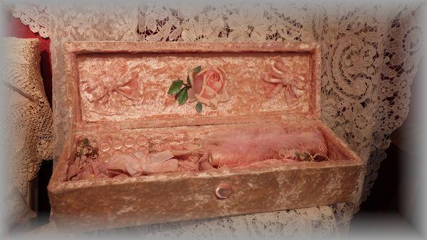 NⅢピンクベルベットの飾り箱