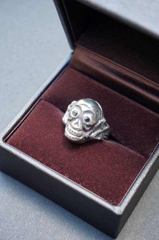 "PEANUTS & Co. skull poison ring ""diamond"" black"