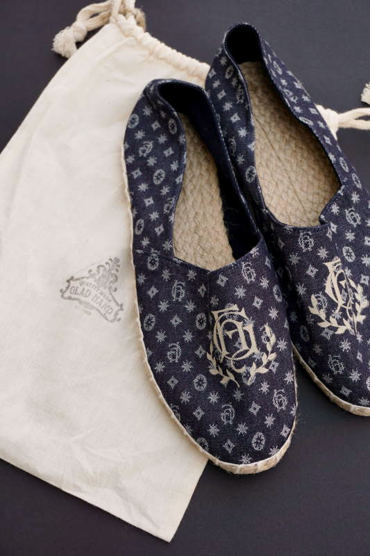 "BY GLAD HAND GH - ROOM SHOES ""TYPE-1"" FAMILY CREST"
