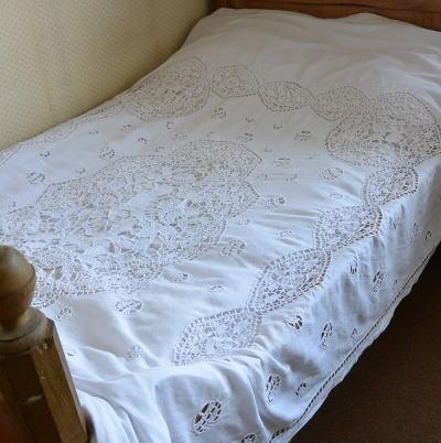 B1290 フランスアンティークリネンベッドスプレッド/ベッドカバー 天使柄カットワーク手刺繍リネン&クロシェレース 239x180cm