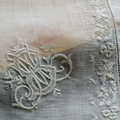 E-558 フランスアンティークリネンハンカチ 19世紀ホワイトワーク手刺繍ローン&ボビンレース 35x34cm