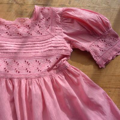 E-587 フランスアンティークベビードレス 手刺繍コットン ピンク 52cm