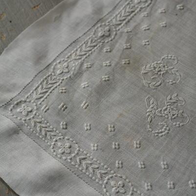E-655 フランスアンティークレースハンカチ 19世紀手刺繍&麻ローンハンカチ