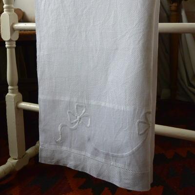K-683 イギリスアンティークリネンゲストタオル/ハンドタオル マシーン刺繍リネン 110cm