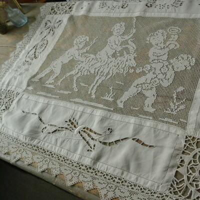 L2053 フランスアンティークコットンクロス/手刺繍クロス 天使柄カットワーク手刺繍コットン&フィレレース 66x53.5cm