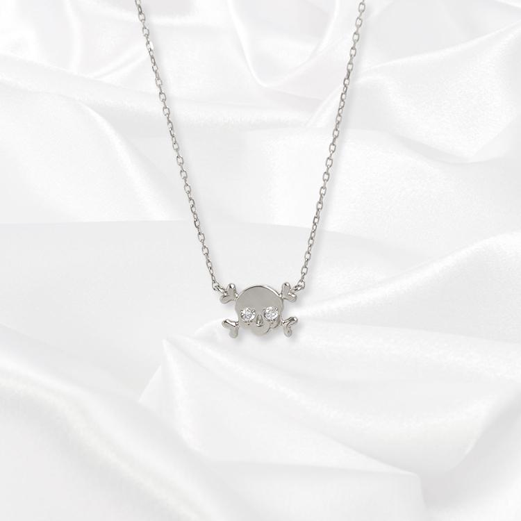 【一次生産分完売!二次予約受付中!】【kikira】Skull Necklace スカルネックレス WH【桜井莉菜model】