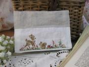 バンビとリスの刺繍入りリネンポケットティッシュケース
