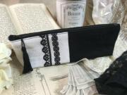 ブラックレース刺繍入りリネンペンケース