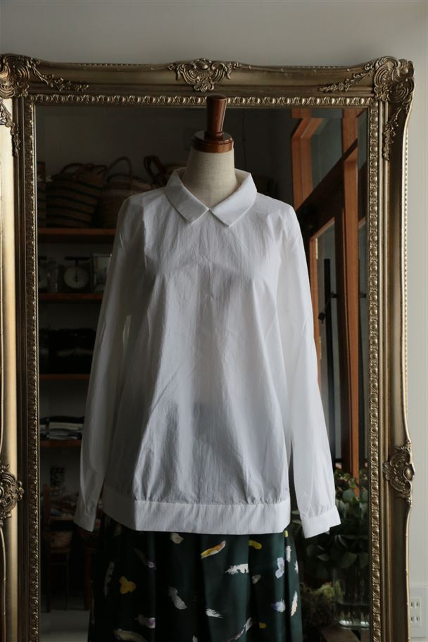 UTG01-04 STAMP AND DIARY Back Button Blouse シロ