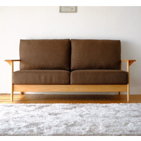 【送料無料】マンションのリビング最適 アルダー無垢材を使用した2.5人掛け木枠ソファ ブラウン