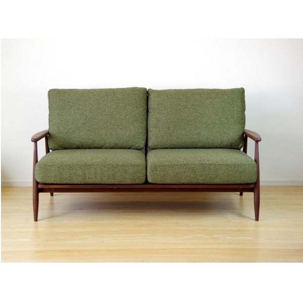 【送料無料】 マンションインテリアに最適 コンパクトなデザインの木枠ソファ2.5人掛け グリーン