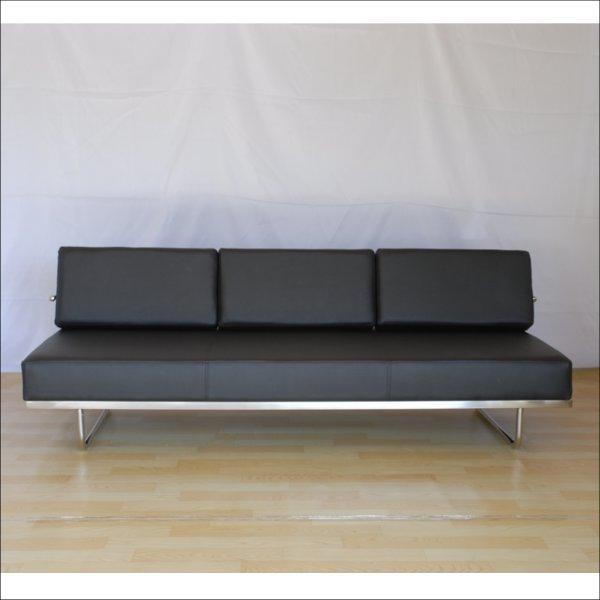 【送料無料】 コルビジェ ソファ 3人掛け (Le Corbusier)【LC5】 オフィスの仮眠ベッドとしても