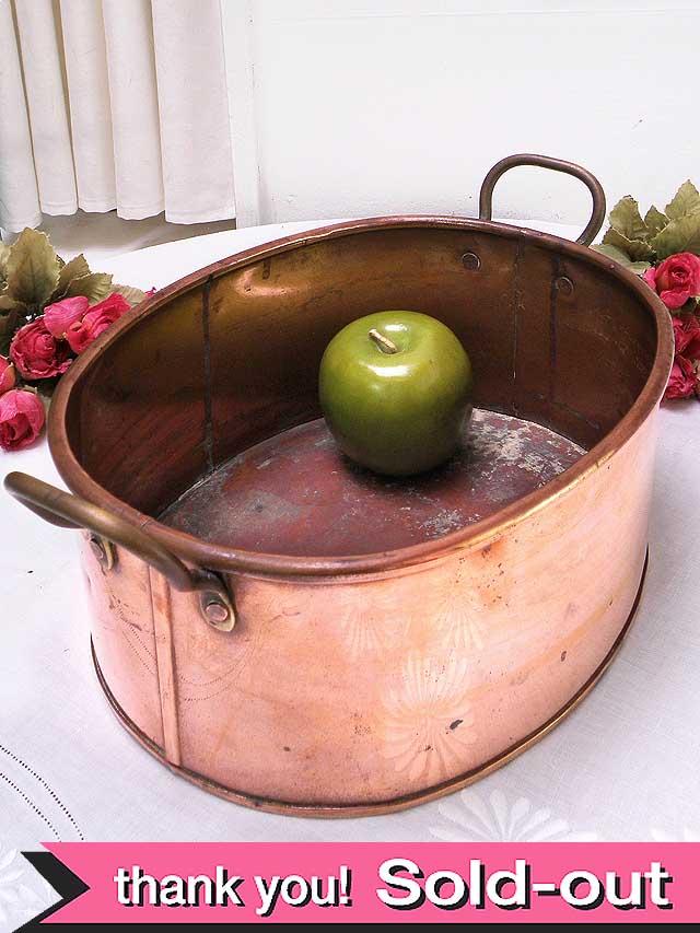 1920年代:無垢の銅でつくられた持ち手付の大きなボウル