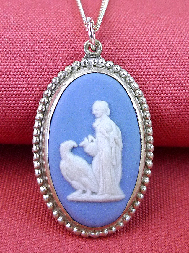 <英国スターリングシルバー>ウエッジウッド:ブルージャスパーの優雅な女神さまと鳥さんのネックレス