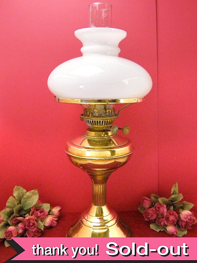 1910年代:白いミルクガラス♪とても珍しい真鍮の大きなアンティーク・オイルランプ