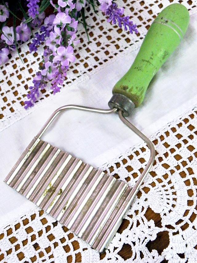 1940年代:木のハンドルがステキ♪とても珍しくて貴重なポテトチッパー