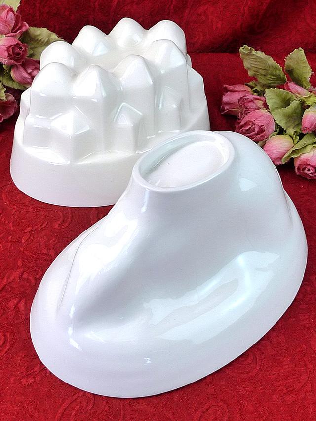 <Burleigh社>ずっしりと重いアイアンストーンの大きな白い陶器のモールド「パンフレット付」
