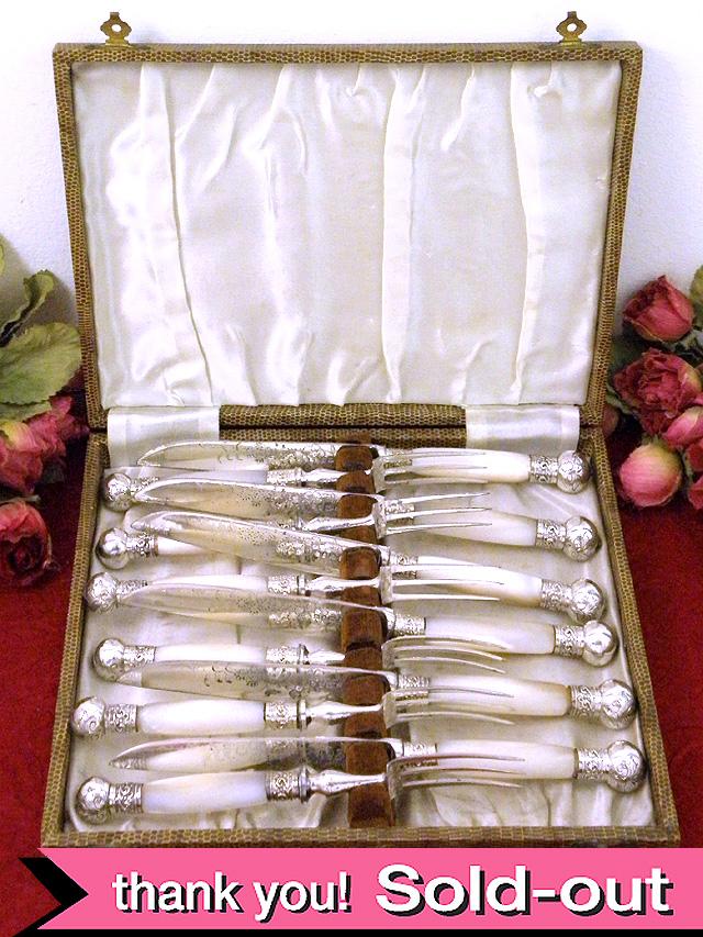 <英国銀器>1910年代:エドワーディアン時代♪マザーオブパール(白蝶貝)が素晴らしいフィッシュナイフ&フォーク「12本セット:お箱入り」