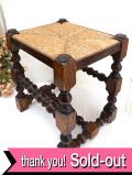 1930年代:長い時が優しい♪編み込みの座面とがっちりとしたオールドオークの足が素晴らしいスツール「送料無料」