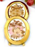 1960年代:たくさんの野の花たちの押し花♪金色に輝く楕円形の額