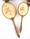 <英国ビンテージ>白いお花たちの優雅なプチポワン♪真鍮細工が美しいドレッシングセット「2点組」