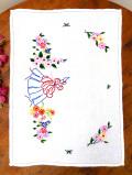 <英国ハンドメイド>お花畑の中のヴィクトリアンレディ♪さっくりとしたアンティークリネンのセンタードイリー