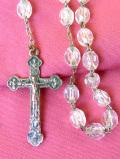 <JHS>1940年代:連なる透明樹脂のロングチェーン♪銀色のイエス・キリストのクロスネックレス