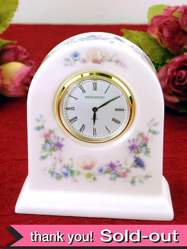 <ウェッジウッド>可憐な「アンジェラ」の美しい陶器の置時計