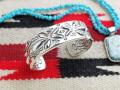 ナバホ 02-0448 レイ・アダカイ作 Repousse(リポウズ) & スタンピング・ヘビーゲージ・ブレスレット 内寸Sサイズ
