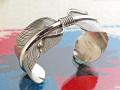 ナバホ 02-0452 DELVIN JOHN作 ダブル・イーグルフェザー・ブレスレット 26mm幅