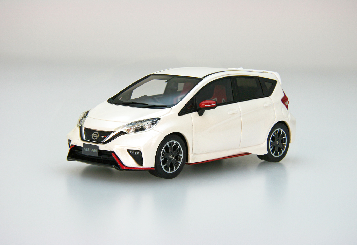 【45491】NISSAN NOTE NISMO S (Brilliant White Pearl) [RESIN]