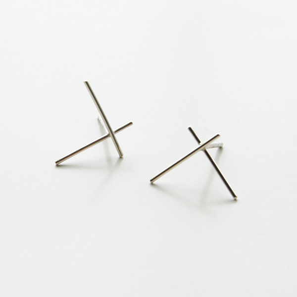 Saskia Diez/WIRE EARRINGS CROSS BIG 925 AG