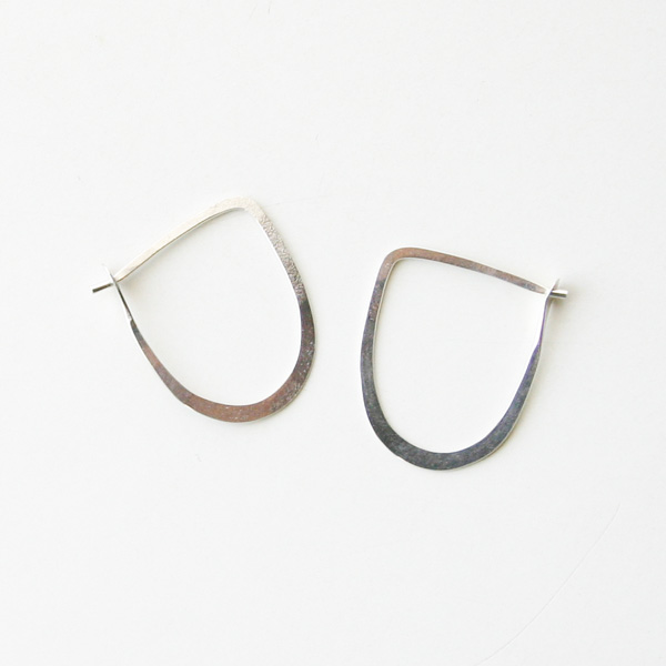 MELISSA JOY MANNING/medium half round hoops