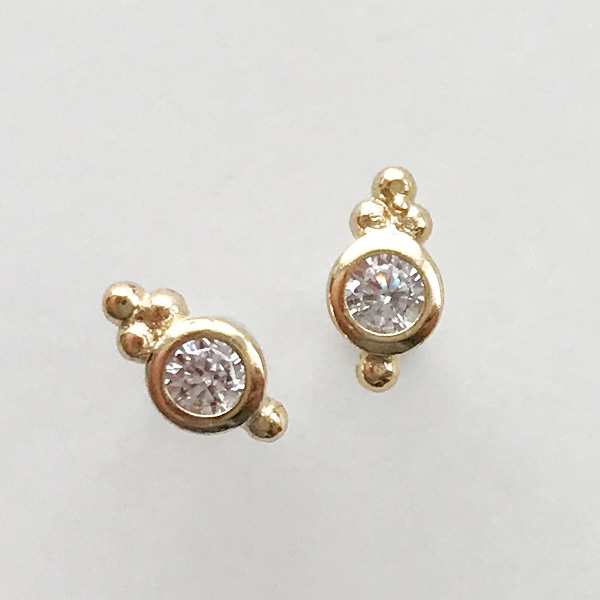 SHASHI NYC/Ballerina Stud in Yellow Gold