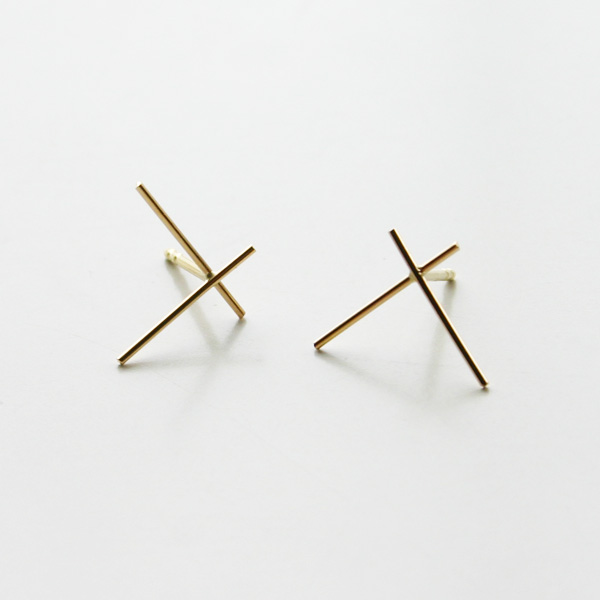 Saskia Diez/WIRE EARRINGS CROSS BIG 750 AU