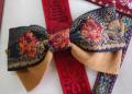 バラの花が浮き上がった高級フランス製リボンで作ったヘアバレッタです・ファミーユオリジナル
