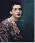 【直筆サイン入り写真】アン・ハサウェイ (レミゼラブル/Anne Hathaway/ファンティーヌ役) [映画グッズ/オートグラフ]