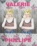 【予約】ヴァレリー・フィリップス : VALERIE PHILLIPS: 40 MINUTES OUTSIDE LONDON LIES A SUBURBAN WORLD OF ALIEN GIRLS...