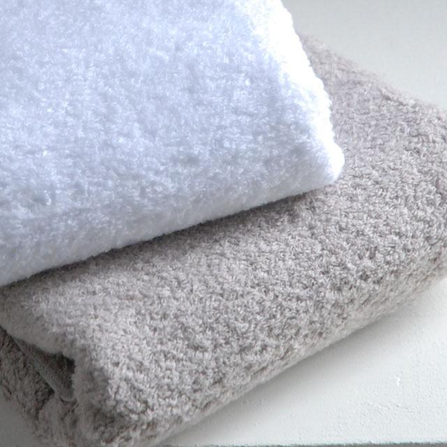 オリジナルタオル、『モアルー』。コーマ無撚糸を使用。コットンの素材をそのまま感じられるふんわりソフトなタオル。