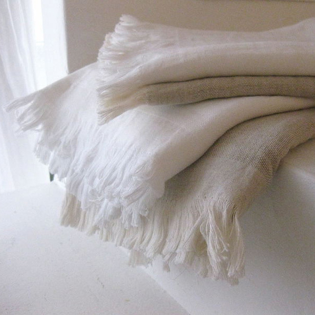 オリジナルタオル、『フラン』。コットンの柔らかさとリネンのシャリ感が合わさり、ソフトでさらっとした感触が特徴です。
