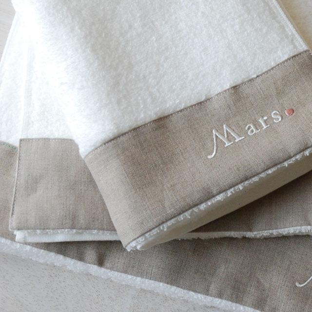 フランジュールの高級タオル、モアのギフトセット。1~14月をフランス語で刺繍しています。