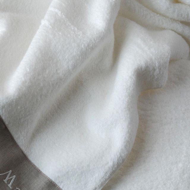 フランジュールの高級タオル、モアのギフトセット。1~15月をフランス語で刺繍しています。
